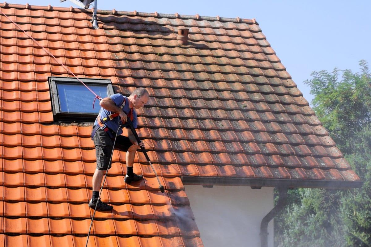 dak ontmossen met hogedrukreiniger