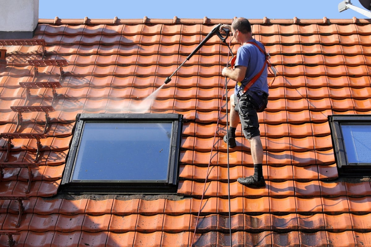 mos op dak verwijderen prijs en werkwijze voor het ontmossen van daken. Black Bedroom Furniture Sets. Home Design Ideas