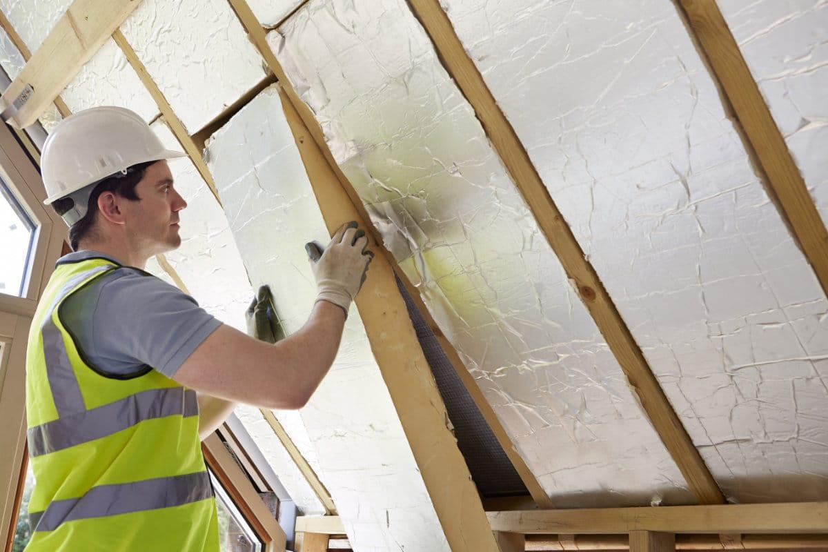 Dakisolatie plaatsen: isolatiematerialen voor schuine en platte daken